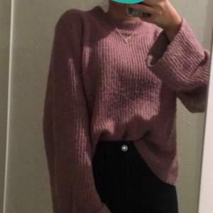 Köpte denna tröja för 1,5 år sen i Frankrike på Primark. Jätte mysig och fin! Har använts ett flertal gånger men ser ut som så gott som ny! Storlek S.  Skriv om ni är intresserade. Köpt för 30€= 300kr