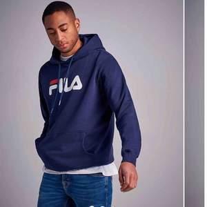 En blå fila hoodie både för killar och tjejer, storlek xs. Skriv för fler bilder. Kan tänka mig sänka priset vid snabb affär. Fraktar