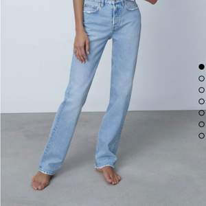 Säljer mina aldrig använda Zara jeans i storlek 36❤️säljer pågrund av att de är för stora! Säljer för 290 med frakten inräknad! Köptes för 359 kr