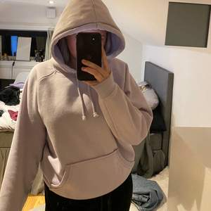 Lila hoodie från bikbok