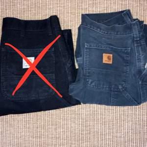Svarta carhartt carpenter byxor, single knee. Säljer för det inte passar mig. Det är båda 30x32 men är ändå lite olika stora. Hör av er om ni vill ha exakta måtten eller mer bilder. 500kr styck