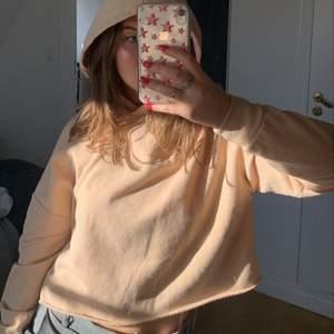 Säljer denna hoodie som inte kommer till användning längre! Skriv för mer info, köparen står för frakten😇✌🏼