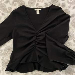 Fin tröja från hm, inte använd mycket alls så bra skick! Kan mötas i linköping eller så står köparen för frakten. Normal i storleken