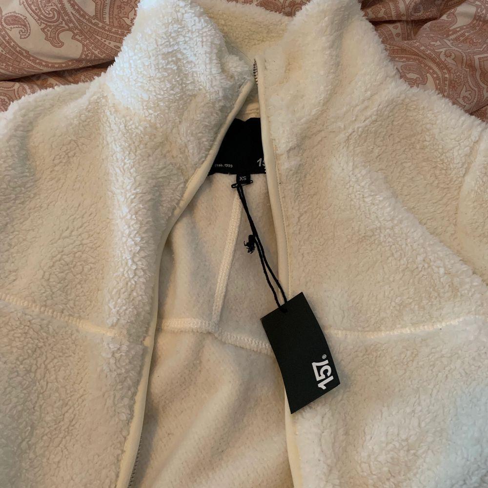 En super skön och söt fleece tröja ifrån lager 157 som är hur mysig som helst! Den är aldrig använd förutom nu när bilderna togs💓. Huvtröjor & Träningströjor.