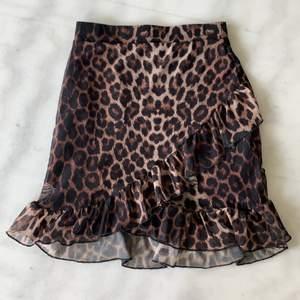 Leopardkjol från Nelly   Oanvänd   Frakt på 48kr tillkommer 💌