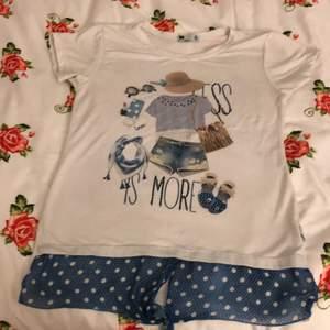 Jättefin T-shirt från Turkiet ska sälja den för 7kr