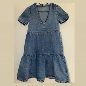 Superfin jeansklänning från hm💗 helt ny, men prislapp kvar. Säljer pga för liten. Men passar xxs/xs 💗