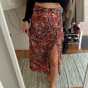 H&M floral long skirt. Size 36. Never worn, in perfect condition.