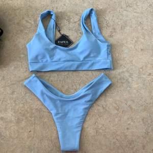 Helt oanvänd bikini med hygienplasten och lappar kvar. Säljes i original påsen. Föreslå pris vid intresse, vill bli av med allt. Storlek s men passar även xs.