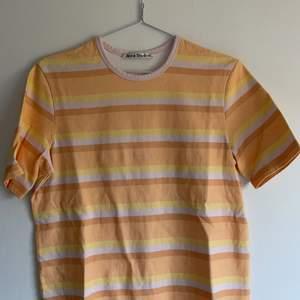 Acne Studios Pastel Striped Logo T-Shirt. XS men passa större. Orginalpris 1800. Oanvänd. DM för frågor :)