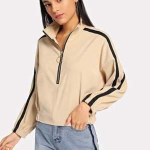 Superfin och knappt använd zip tröja. Storlek XL men passar L/M. Fraktar endast
