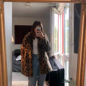 This coat is size 38 from H&M, worn a few times. Very cozy and extra:)