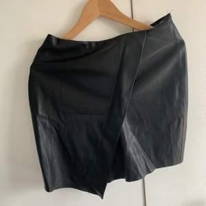 leather skirt🖤