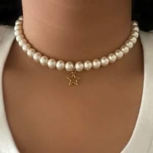 Säljer flera exemplar av dessa halsband, ANNONSEN MARKERAS SOM SÅLD NÄR ALLA EXEMPLAR ÄR SÅLDA!! Om ni vill ha fler exemplar skriv gärna❣️ 60kr st + frakt 24kr💖