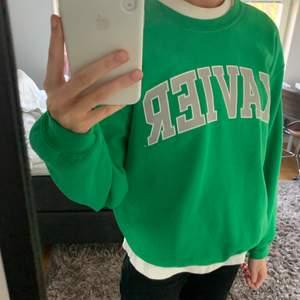 Så najs grön vintage tröja 🤩 Storlek M, köptes för 400 på beyond retro. Buda!