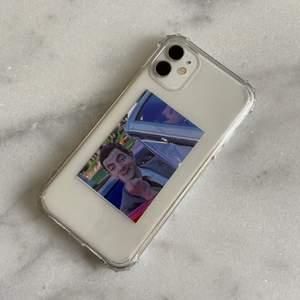 Intressekoll på personliga mobilskal! ❗️LÄS HELA BESKRIVNINGEN OM DU ÄR INTRESSERAD❗️Du kan välja vilken bild som helst och skicka den till mig samt skriva vilken modell du har på din mobil (endast iPhone) så skriver jag ut bilden och skickar den med ett mobilskal! Bilden är även ett klistermärke, själv sätter jag den under skalet men om du vill kan du såklart klistra fast den på mobilen eller skalet. (Håller bäst om den ligger under skalet) Jag tillverkar efter beställning och betalning!💕 Frakten ingår i priset!
