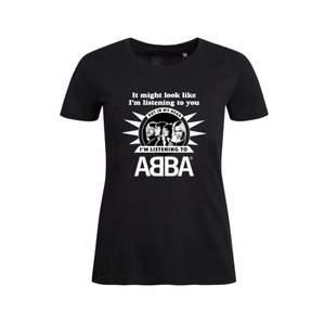 Tshirt från ABBA museet i storlek XS i girlie modell. Skulle säga att den passar en S också. Sparsamt använd kostar nypris 279 kr på ABBA museum som är stängt för tillfället. Sparsamt använd!