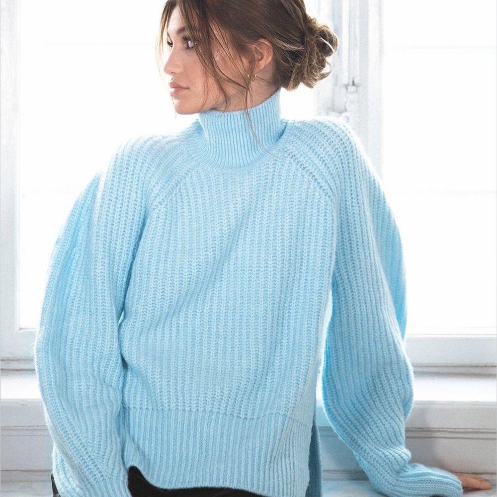 Stickad tröja från LXA som är slutsåld. (Bild lånad från @linnahlborg) Säljer den då färgen inte riktigt passade mig, prislappen sitter kvar. Superfin, mysig tröja som jag hoppas någon annan kan få användning av! Storlek XS men då den är oversize passar den denfinitivt en S och säkert M också!  Pris 599kr - frakten står jag för! ☺️. Tröjor & Koftor.