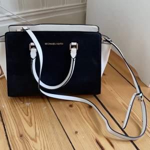 Har fått höra från personen jag fick väskan ifrån att den var äkta men är inte 100% säker, så säljer för ett lite lägre pris💕