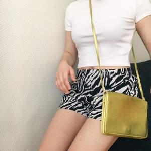 Shorts med Zebra mönster💕 Väskan på bilden säljs också (50kr) du kan skriva om du vill ha den!🌸