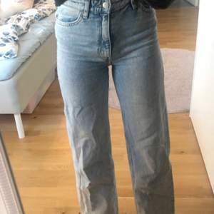 Säljer nu Mina Yoko jeans från monki i light blue, pågrund av de ej kommer till användning längre, nypris 399kr
