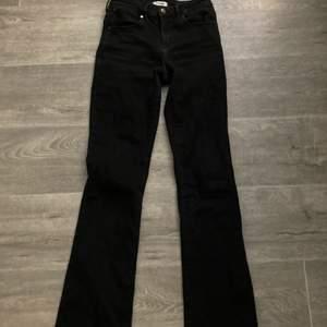 COOLASTE wrangler jeansen! köpta för 500! älskar de men har ett par liknade! riktigt snygga sitter såååå snyggt!💞💞💞
