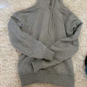 Grå hoodie i bra material från Urban classics 💕