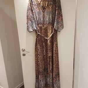 Långklänning i strl XL, underbart mönster av leopard och paisley. ✌💞💕✌