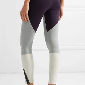 Skitsnygga leggings som sitter som ett SMÄCK. Knappt använda.  Slutsålda överallt. 150kr med frakten inräknad!