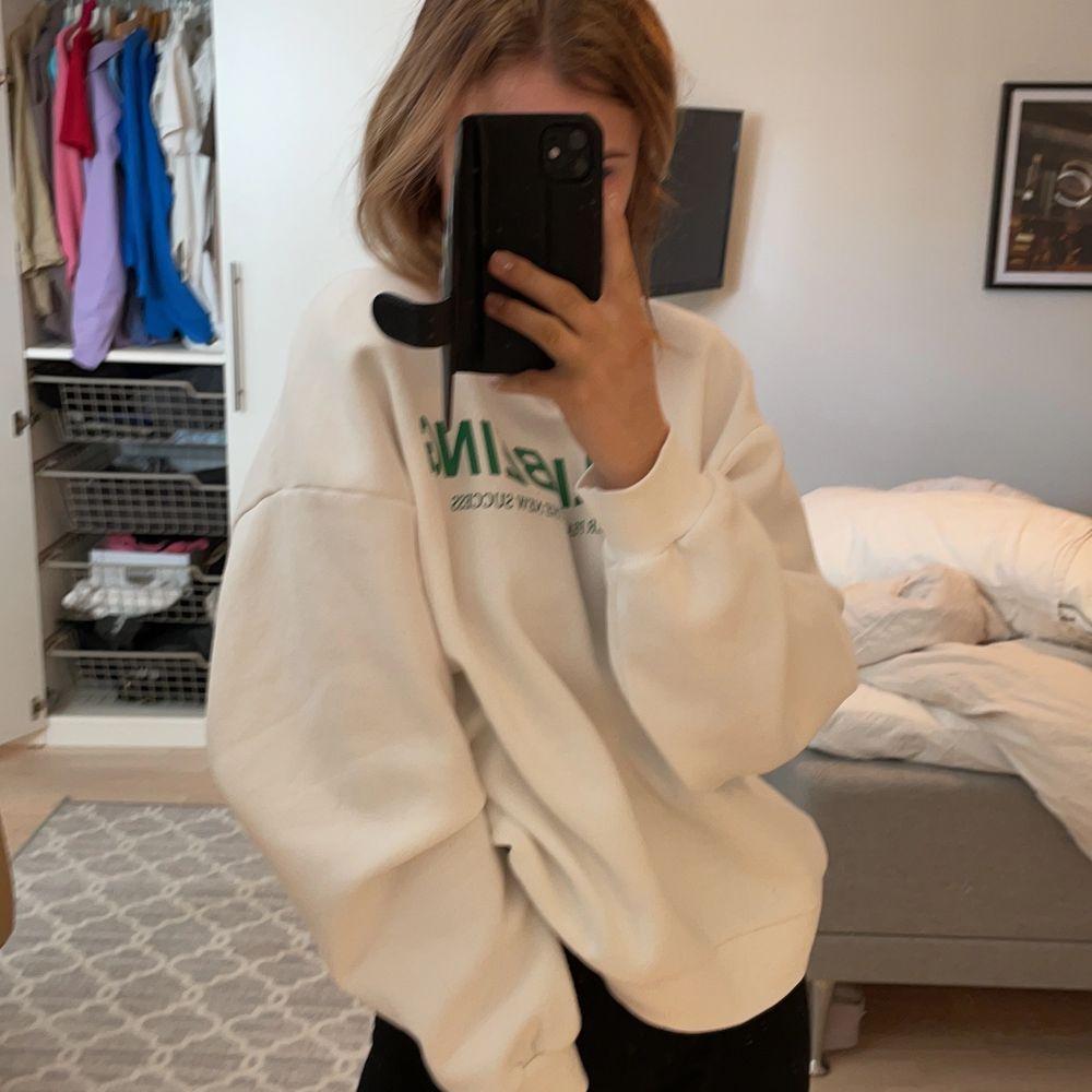 Sweatshirt från Gina, storlek M, super snygg, oversize . Tröjor & Koftor.