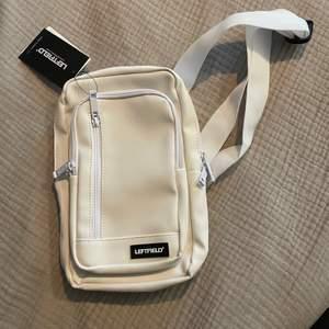 Cross-body bag köpt i Sydkorea. Aldrig använd. Köparen står för frakt 📦  Skick: 10/10
