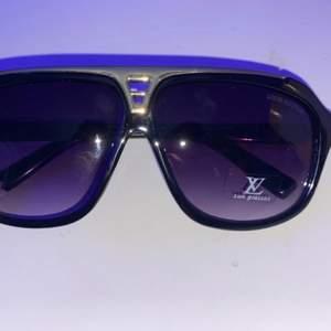 Louis Vuitton solglasögon. Helt nya, aldrig använda. 300 inklusive frakt. 🚚  Skriv privat för fler bilder.