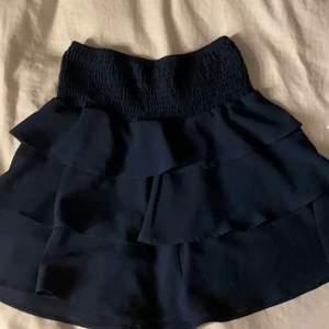 jätte fin kjol från Vero moda i storlek S . passar som topp oxå. använd 3 ggr💞 (bud 100)