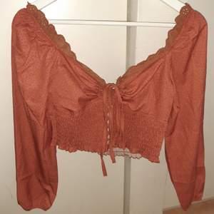 Jättesöt bluse, aldrig använd, storlek S/36.  Spårbarhet frakt 66 kr. Kan mötas i Växjö.
