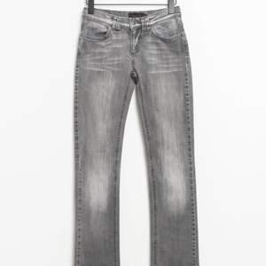 Köpte dessa skitsnygga jeans på zalandos second-hand sida men tyvärr var de försmå. Det är jättefint skick på de, som nyskick. Säljer här då det inte gick att returnera. Skriv för mer info. Köpare står för frakten