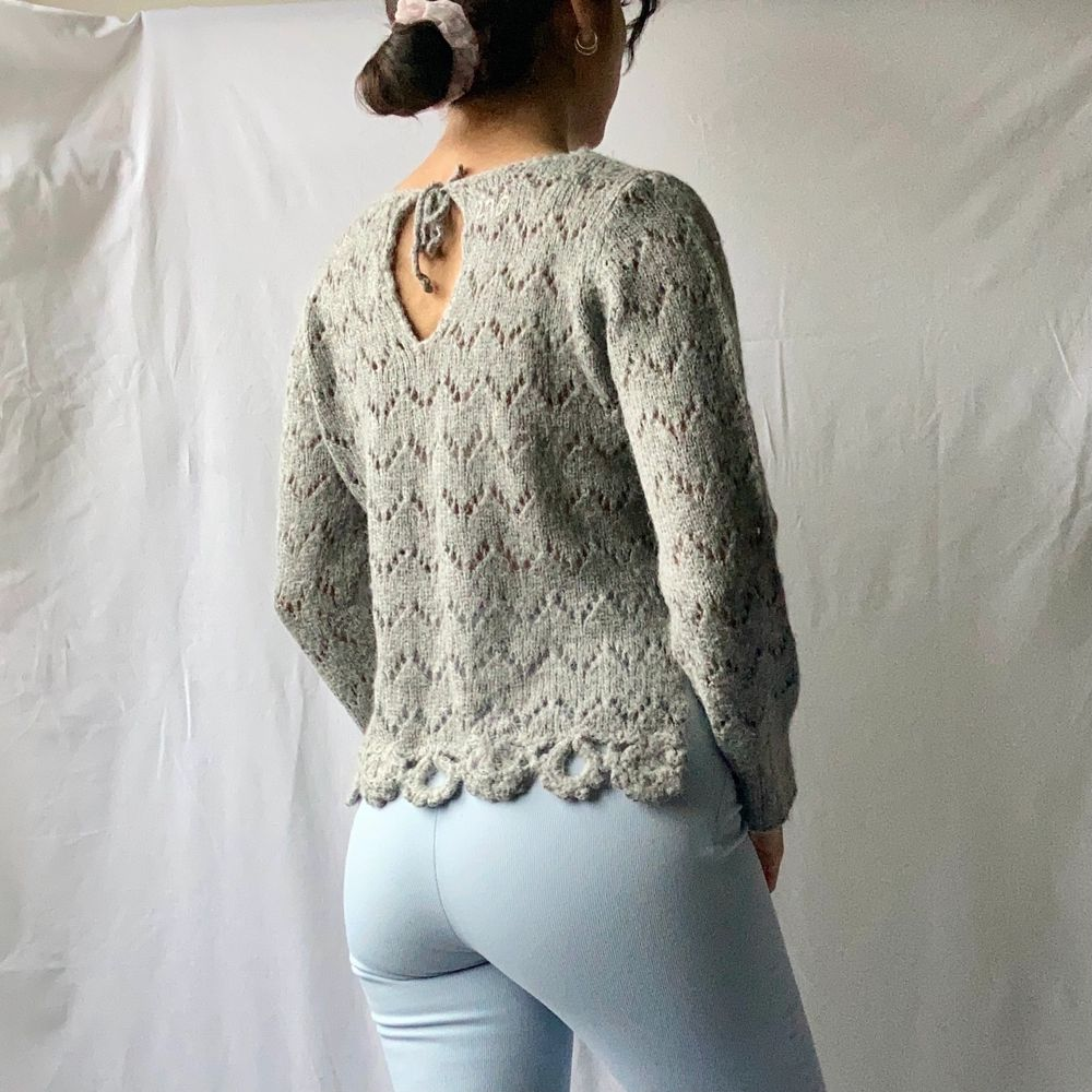 🌊 DETAILED GREY PATTERN KNITTED JUMPER TIED AT BACK  • SIZE - M / EU 38 / (Fits xs-s too) • BRAND - Odd Molly • MATERIAL - Acrylic, wool, nylon, alpaca  MY MEASUREMENTS • Height 161cm / 5'3