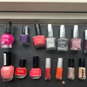 Säljer alla nagellack för 200kr + frakt. Alla nagellack är fullt fungerande och fina. Super fina färger ✨ priset går att diskuteras ✨ 17st nagellack i olika färger