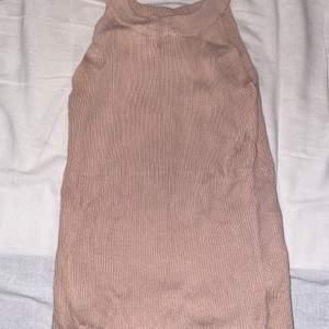 Jättesöt sommar linne perfekt för sommaren, går att använda för både vardagligt & lite utekvällar❤️ använd endast fåtal gånger, DM för intresse ❤️