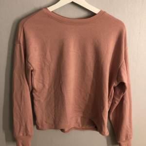 Rosa sweatshirt (ljusare rosa i verkligheten)!! Köparen står för frakten❗️