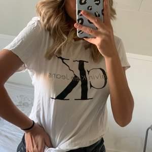 Äkta Calvin Klein t-shirt