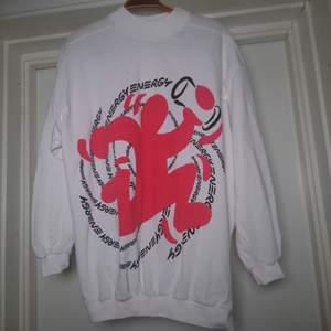 Cool och kul 90s-tröja med tryck☝️