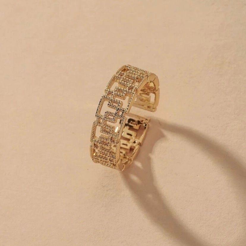 Jätte fin guldig ring. Övrigt.