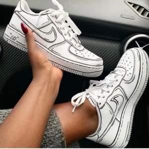 Hör av er om vi ska göra era skor! Skriv gärna vilken modell, storlek, design och färg! Vi gör vilka skor ni vill, detta är endast förslag. Skorna kostar olika beroende på modell på skon! Från 1000-2000 kr inkl frakt! 💕💕