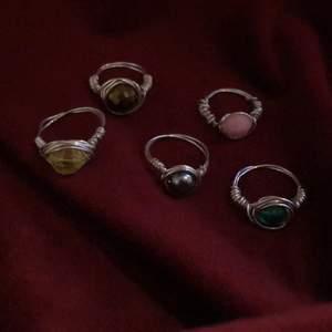 Säljer dessa egengjorda ringar, i flera olika färger. Kom privat om du är intresserad och för mer information💓