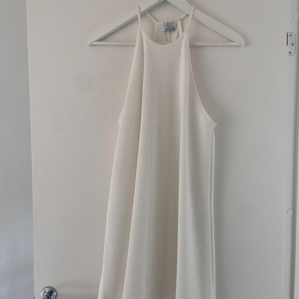 Superfin klänning från zara. Perfekt till sommar eller student . Klänningar.