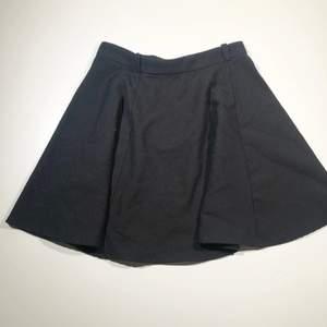 Svart kjol! Köparen står för frakt 📩 3 för 100kr på min profil ✨