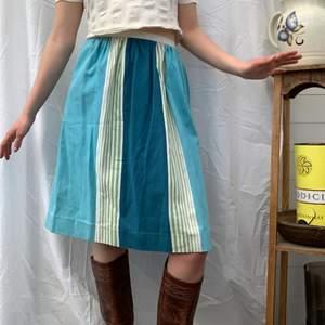 Super härlig vintage kjol från 70-talet! Självklart är den för liten men asså den är så fin. Dm för midjemått + mer info i bion