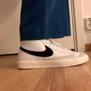 Cool Nike shoes, worn 3 times max, perfect condition! I bought the shoes from Zalando for 1145kr. I love the style, just doesn't really fit very well that's why I want to sell it. Size 41. Price can be discussed!