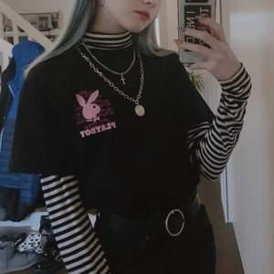 Super cool anti social social club x Playboy tröja köpt i Harajuku, Tokyo ✨ använd ett fåtal gånger och helt äkta 😊