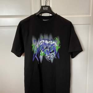 Jätte fin T-shirt i bra skick. Lite oversize fit.